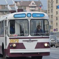 Парад старых троллейбусов. :: Oleg4618 Шутченко