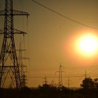 закат в высоковольтных проводах :: Медведев Сергей