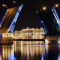 Дворцовый мост :: Андрей Сазанов