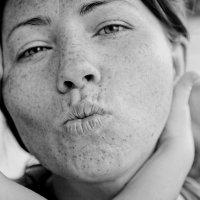 Kiss :: Victoria Bryfar