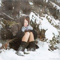 Девушка под елочкой :: Сергей Винтовкин