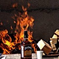 Змий горючий - Рюмка виски на столе :: Павел Гусев