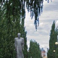 Родной город Омск. Памятник Достоевскому. :: Дмитрий Иванцов