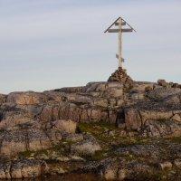 Поклонный крест в тундре :: Александр Павленко