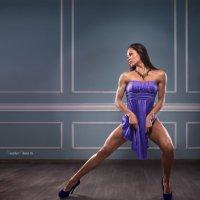 Девушка в синем платье :: Вячеслав Крисанов