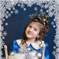 Она снежки солила в березовой кадушке... :: Римма Алеева
