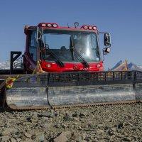 Машина для подготовки лыжных склонов :: Ирина Шарапова