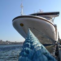 В нашу гавань заходили корабли... :: Сергей Саблин