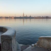 Вид на Неву на закате :: Борис Приходько