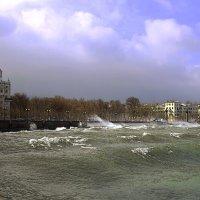 В приморском городе шторм... :: Константин Николаенко