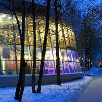Огни вечернего кафе :: Sergey Kuznetcov