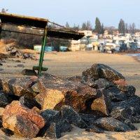 Пляж опустел давно... :: Елена Николаева