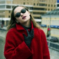 Девушка по городу :: Наталья Лисицына