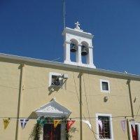 Сельская церковь в горах :: Виктор