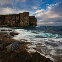 Ласковые волны и брутальные скалы :: Алексей Сорокин