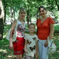 Запорожаночки расцветают вместе с весной :: Нина Корешкова