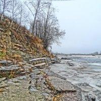берег...плита....река Луга...декабрь :: Михаил Жуковский