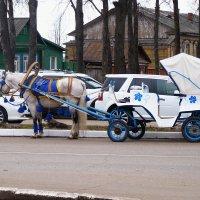 Суздальские  кареты... в  ожидании седока  :-0 :: Galina Leskova