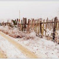 Заборчик на околице :: Svetlana Kravchenko