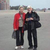 На  пляже у  Брайтон-Бич , октябрь 2013 г. :: Валерий