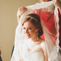 Невесте одевают фату. :: Руслан