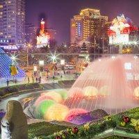 цветной фонтан с видом на город :: Vitaliy Mytnik