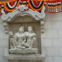 Фрагмент стены индийского домика :: Виктор