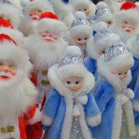 Весёлые деды и скромные снегурки .. :: Ната Волга