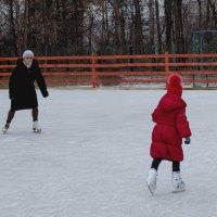 Мы с Таней катаемся на коньках :: Елена Ахромеева