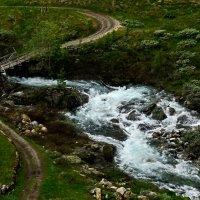 Про дорогу и горную речку с мосточком :: Клара Кузнецова