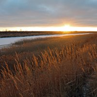 Северодвинск. Осенний закат на Кудьме :: Владимир Шибинский
