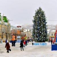 Ёлка на площади города. :: Анатолий