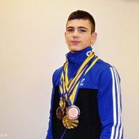 Ростислав Кініщук, чемпіон України, рекордсмен у жимі штангт лежачи (67,5 кг) :: Степан Карачко
