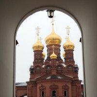 Черниговский храм в арке. :: Игорь