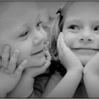 В мире не осталось ничего подлинного. За исключением детской улыбки. :: Вероника Козлова