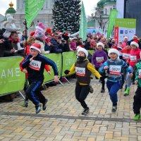 Детский забег на День Святого Николая в центре Киева :: Ростислав