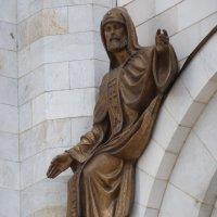 Северный  фасад Храма Христа Спасителя. Левая оконная арка выступа . :: Galina Leskova
