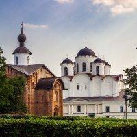 Церковь Параскевы Пятницы на Торгу и Никольский собор. :: Сергей Исаенко
