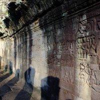 Камбоджа. Барельефы на стене храма Байон. XII век. :: Rafael