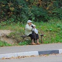 ...на автобусной остановке(!) :: Александр Липецкий
