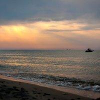 Восход над морем. Дикий пляж :: Олег Зак