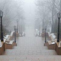 ...постепенно туман приобретает форму, и Вы видите лестницу, ведущую вниз... :: Константин Бобинский