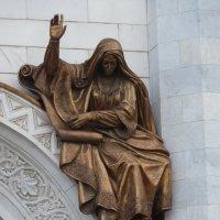 Девора, горельеф над правым порталом южного фасада храма Христа Спасителя в Москве. :: Galina Leskova