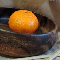 Спелый мандаринчик в деревянной миске :: bemam *