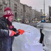 Я сам скульптура изо льда — недвижим, холоден, прекрасен... :: Ирина Данилова