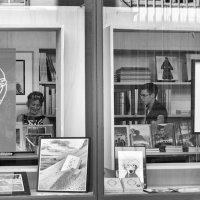 два окна, два персонажа :: Vladimir Zhavoronkov