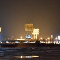 Петровский молчит, окольцованный льдом...(с) :: Екатерина Харитонова