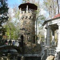 Старинные башня и мост :: Виктор