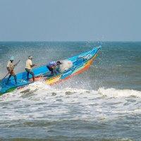 Рыбаки уходят в море :: Илья Шипилов
