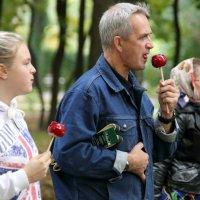 вкус карамельного красного яблочка :: Олег Лукьянов